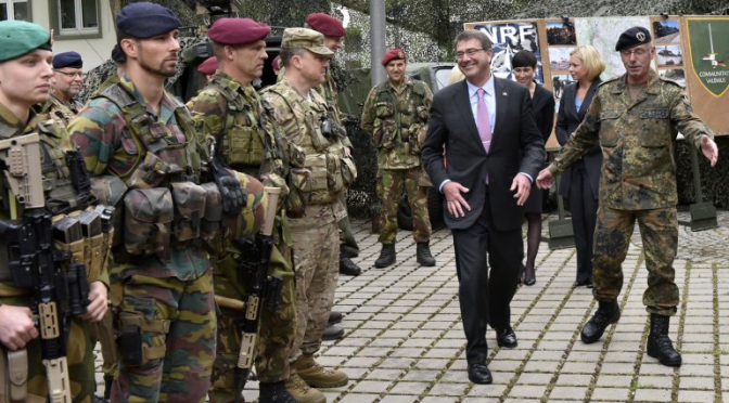 Ashton Carter, Secretario de Defensa, en Estonia